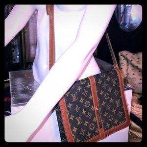 Louis Vuitton Rond Point MM Crossbody